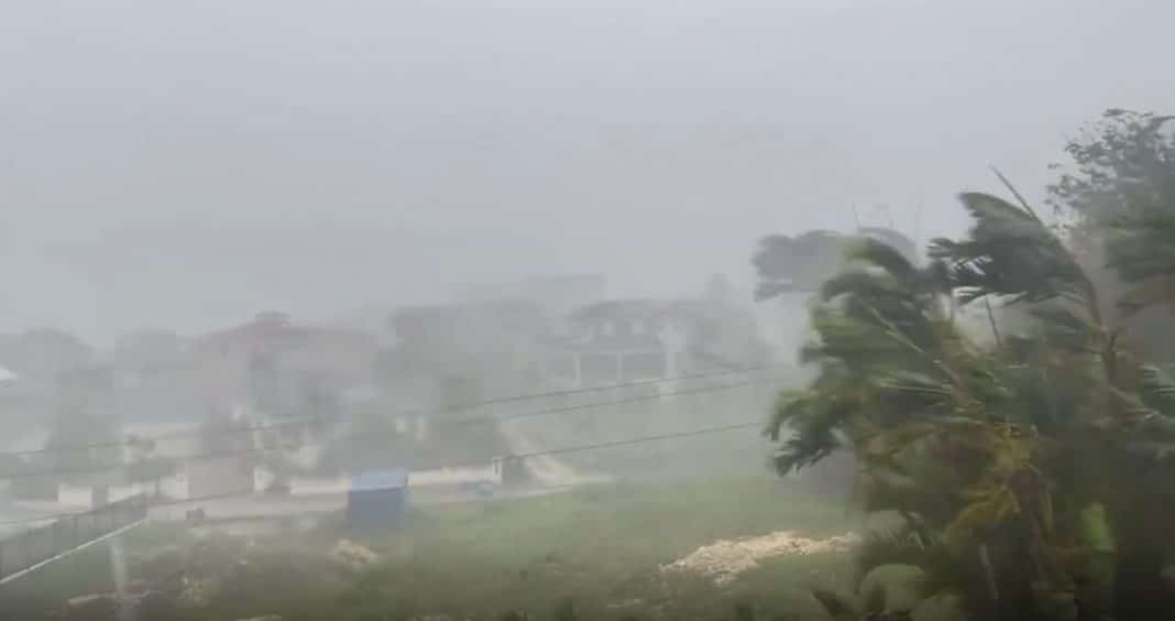 Elsa es huracán y continúa acercándose a Cuba