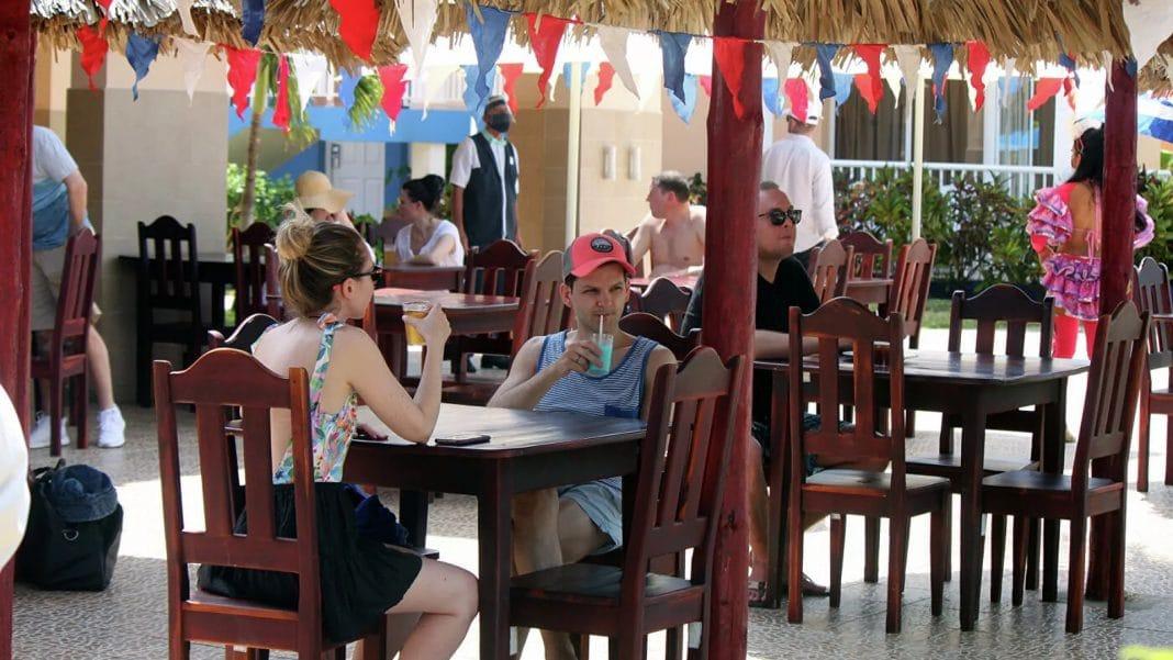 Los turistas rusos son principal fuente de contagio de COVID-19 en Cuba