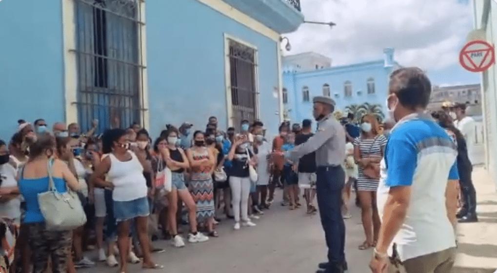 Mujeres cubanas en estación policial