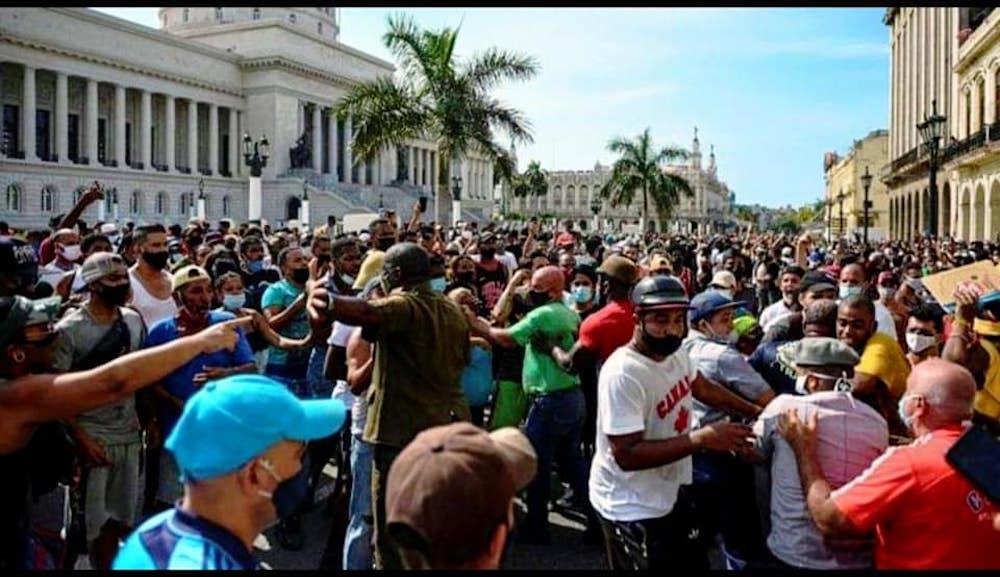 Cimafunk cancela conciertos en París por manifestaciones en Cuba