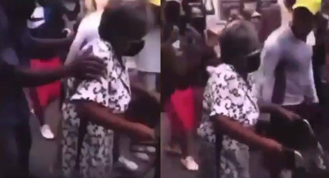 Anciana cubana se unió a protestas con su andador