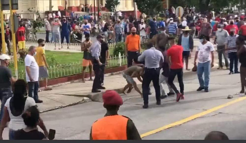 Reuters denuncia violencia y represión