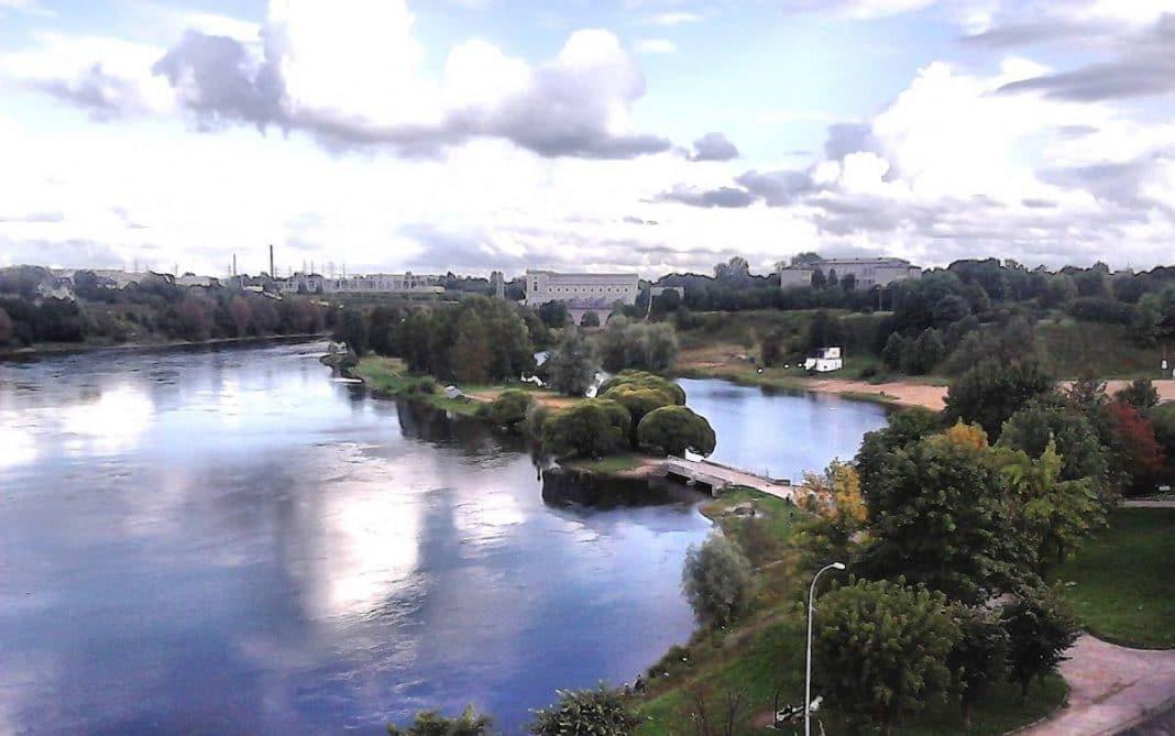 Tres cubanos intentan atravesar el río Narva