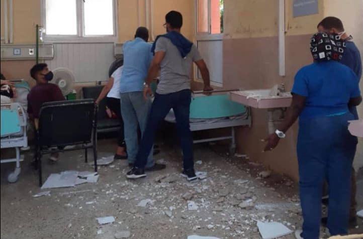 Se desprende un pedazo de techo en uno de los emblemáticos hospitales cubanos