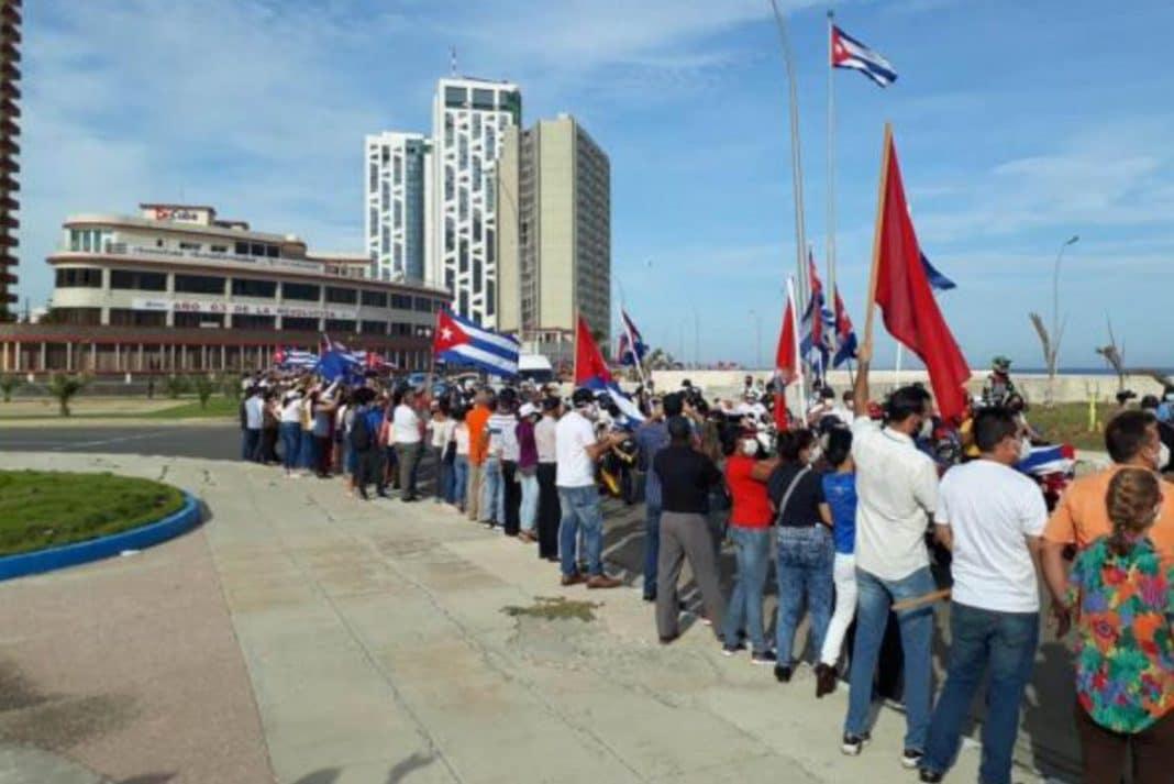 """Universitarios cubanos llaman """"irresponsable"""" a caravana del gobierno"""