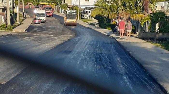 Asfaltan calles en La Güinera, tras protestas del 11J