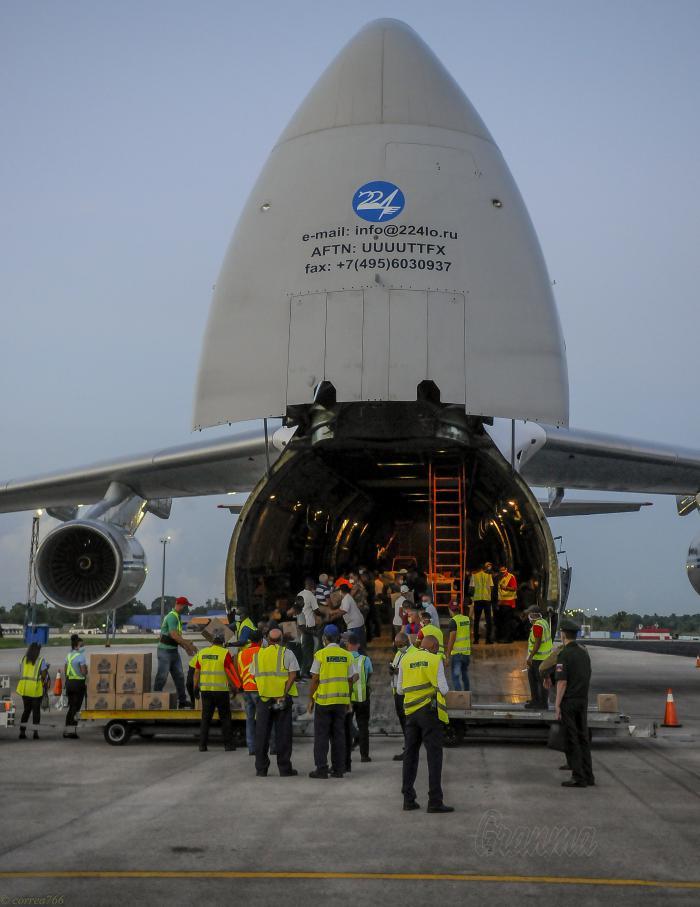 Un avión de la Fuerza Aérea de Rusia trae alimentos a Cuba