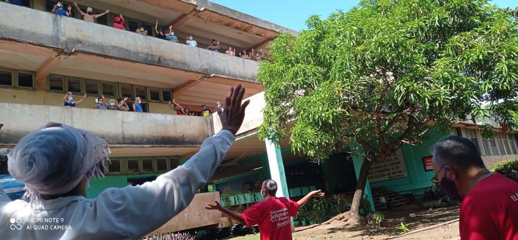 Cubanos en Holguín confían en la FE para superar la COVID