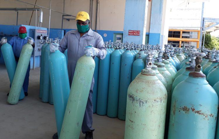 El oxígeno en Cuba escasea y el régimen actúa tardíamente