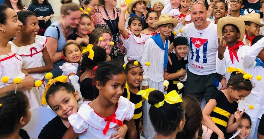 Carlos Lazo llevó sus donaciones a Cuba