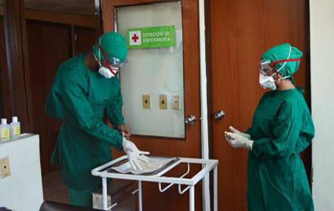 Raperos cubanos defienden a médicos de ataques del gobierno