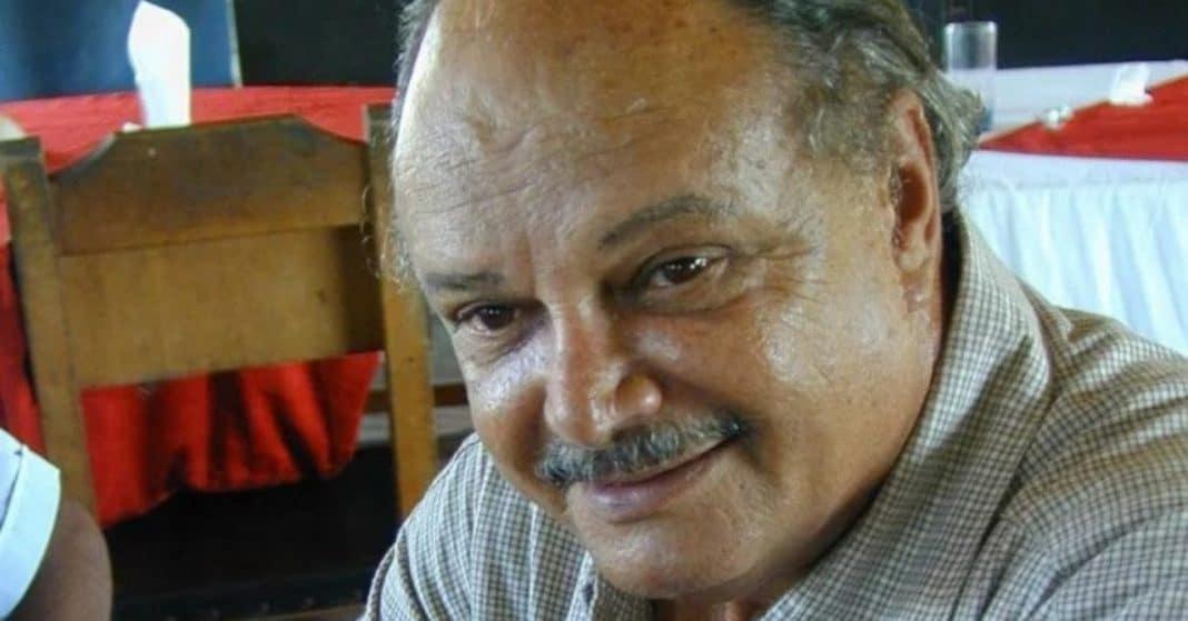 Enrique Molina sigue vivo y peleando, por su vida