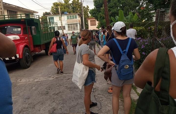 Coleros revendedores y acaparadores en Cuba