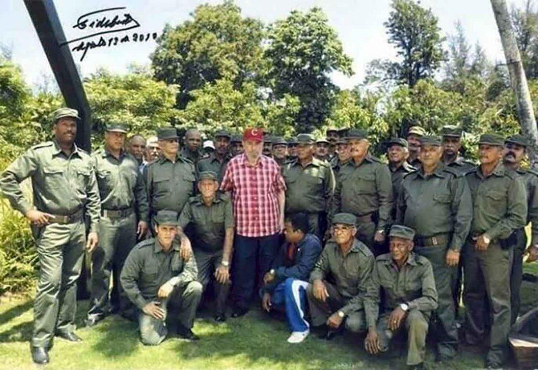 Raúl y Díaz-Canel felicitan a sus guardaespaldas