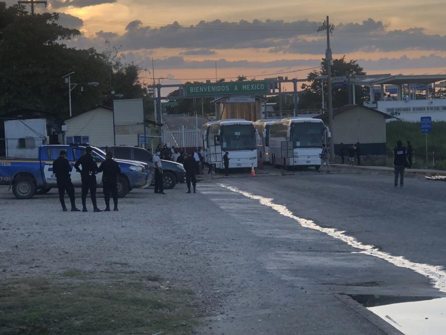 MIGRANTES son expulsados de México sin que se respete su derecho