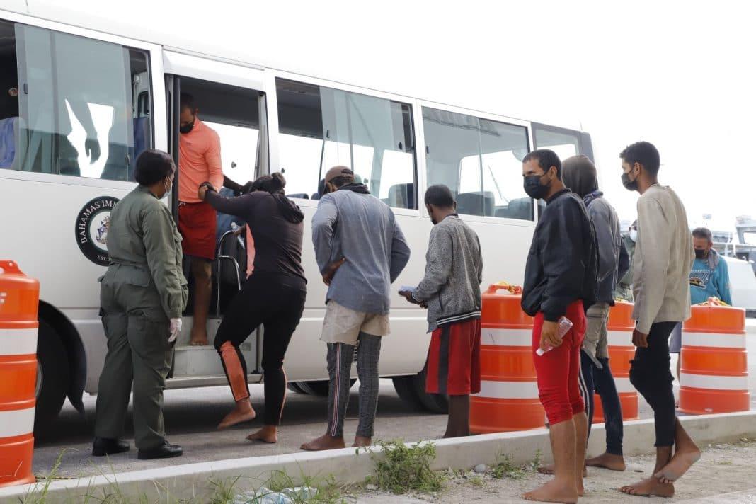 Los migrantes cubanos lo intentan por todas las vías posibles.