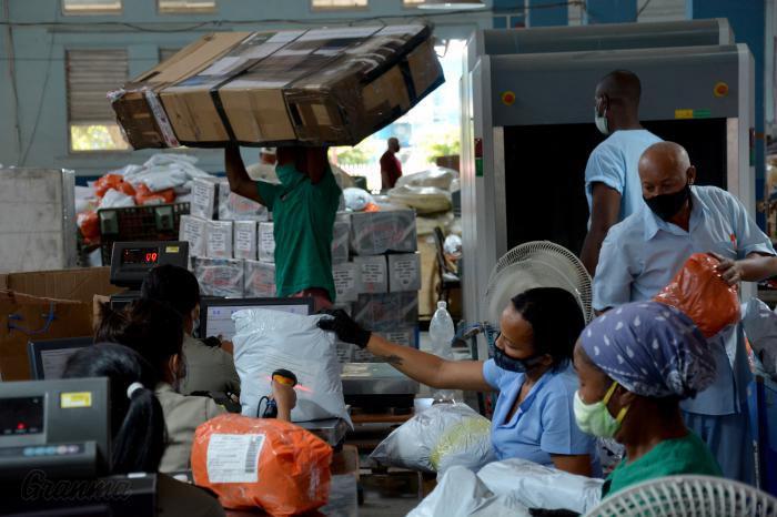 Correos de Cuba dice haber procesado 1 millón de bultos internacionales en 6 meses