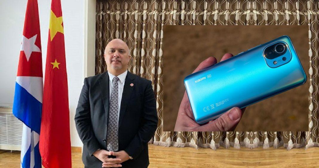 El embajador de Cuba en China critica a Xiaomi