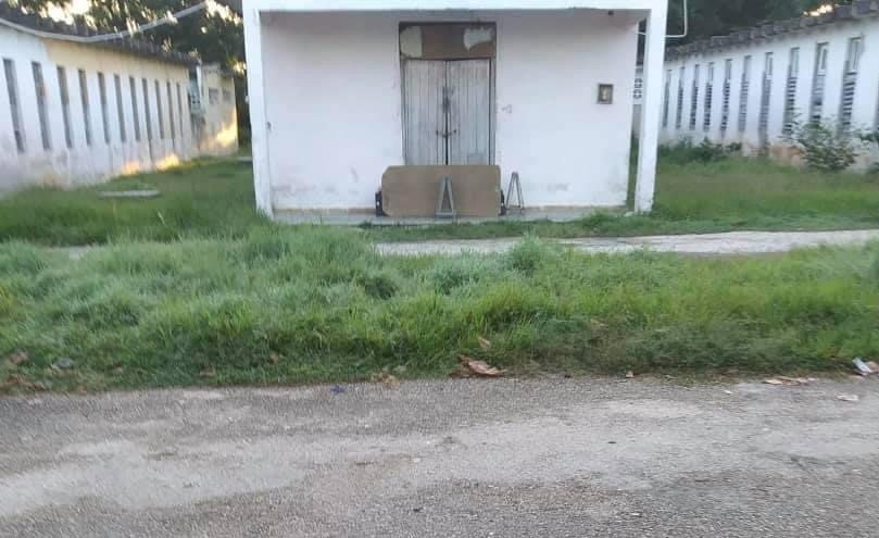Cadáver de un cubano tirado en un portal