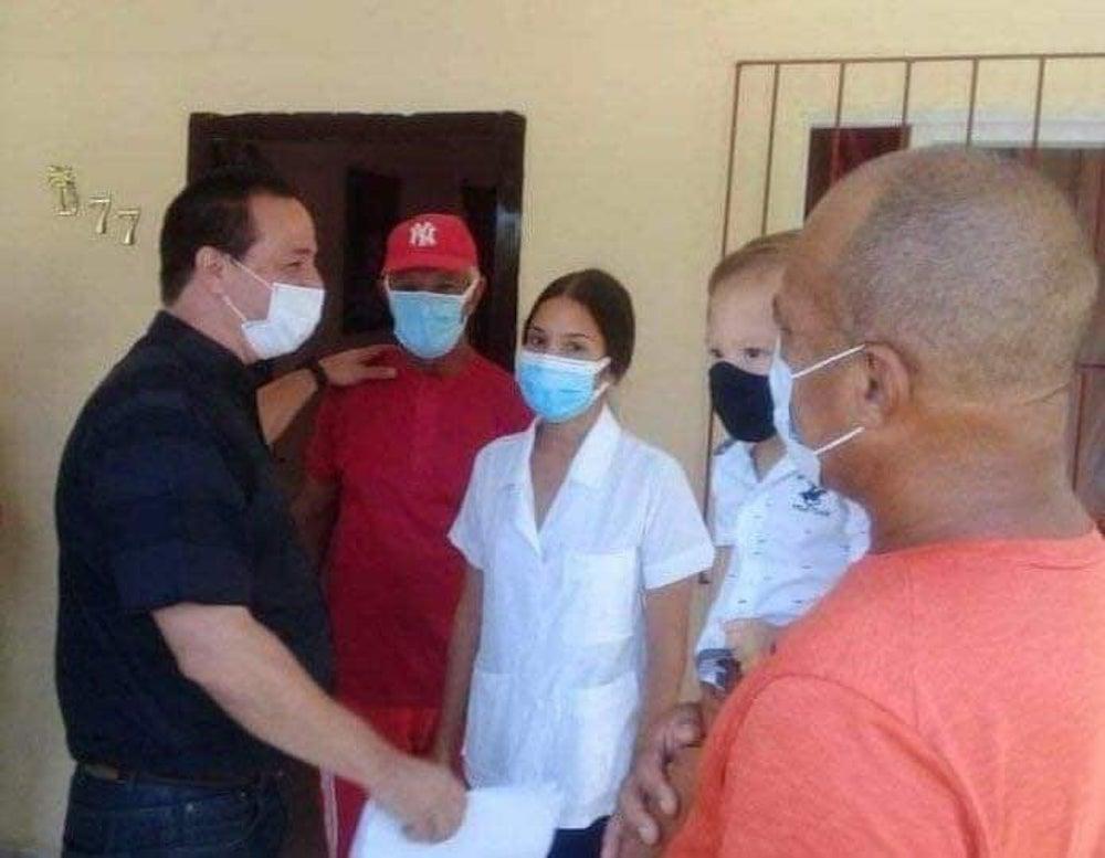 Ministro cubano de Salud se presenta en casa de galeno secuestrado