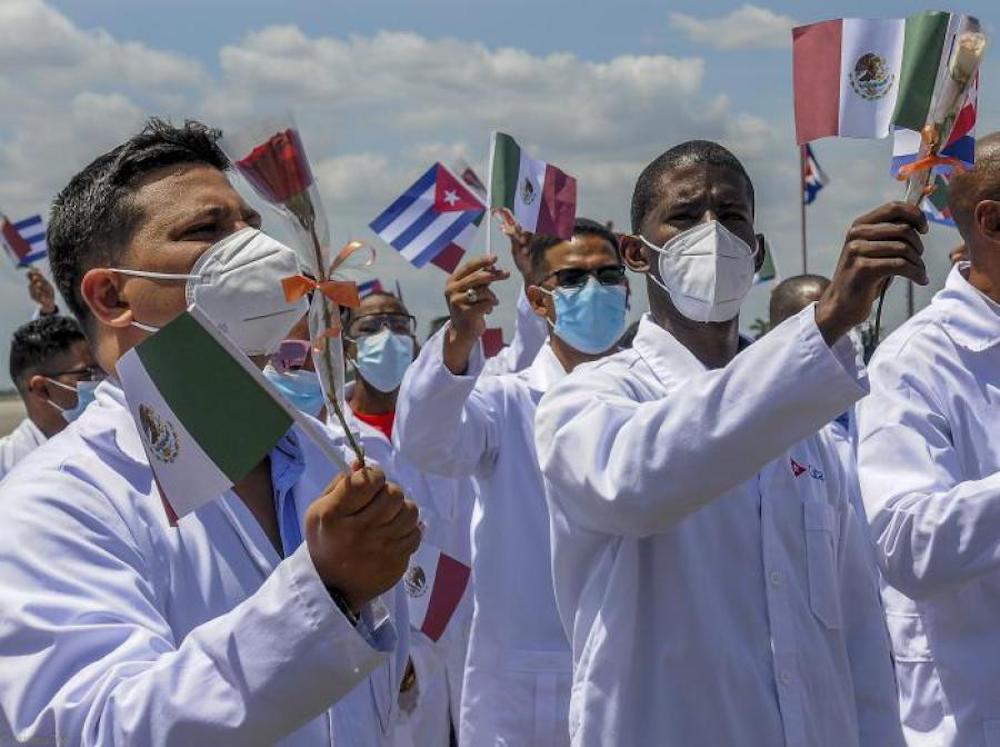 Autoridades de Cuba y México acusadas de fraude en la contratación de médicos