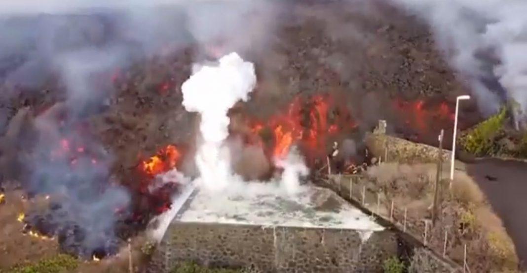 Entra en erupción un volcán en La Palma, Canarias, España