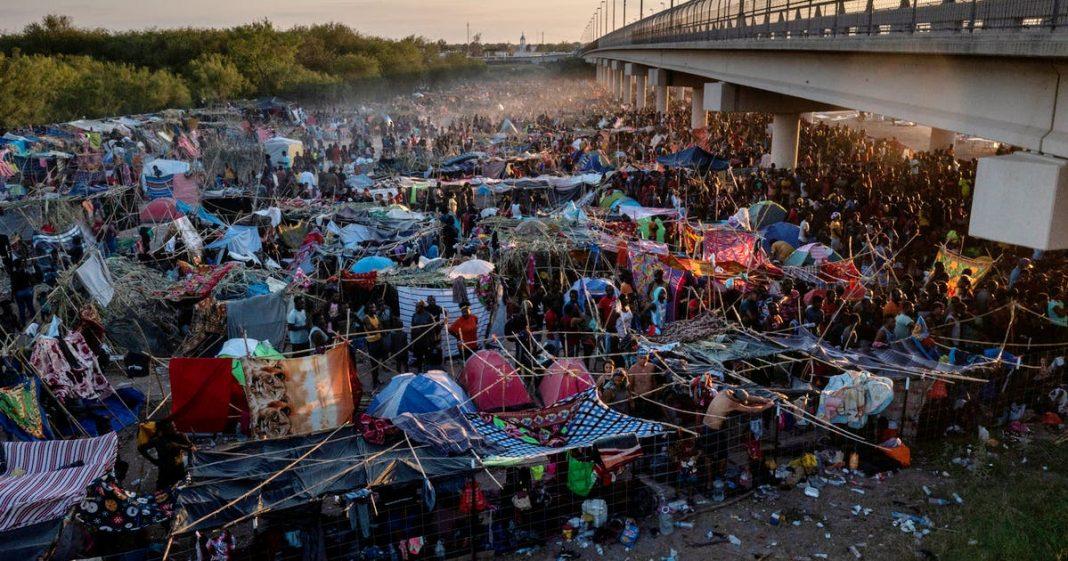 MIgrantes se agolpan en frontera México - USA