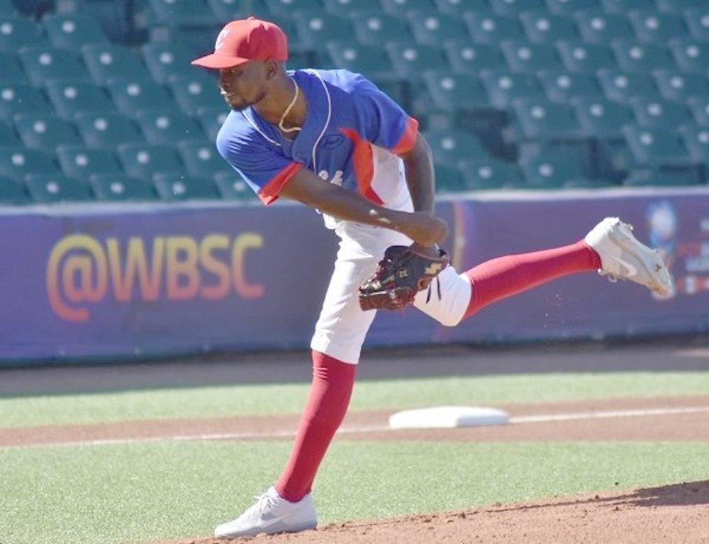 Jonathan Carbó, entre los 17 peloteros cubanos que quedan en el equipo
