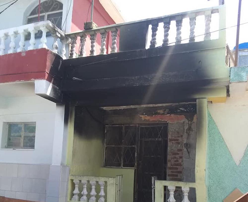 Fachada de la casa del incendio en Regla