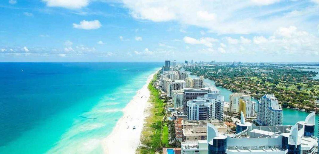 Propiedades en línea de playa se cotizan en mercado inmobiliario de Miami