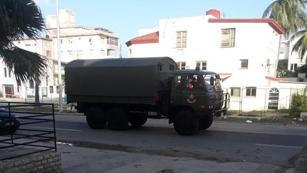 Las fuerzas militares del régimen visibles en las calles